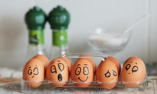 Как правильно есть яйца?
